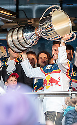 15.04.2016, Kapitelplatz, Salzburg, AUT, EBEL, Meisterfeier EC Red Bull Salzburg, im Bild Daniel Welser (EC Red Bull Salzburg) // Daniel Welser (EC Red Bull Salzburg) during the Erste Bank Icehockey Liga Championships Party of EC Red Bull Salzburg at the Kapitelplatz in Salzburg, Austria on 2016/04/15. EXPA Pictures © 2016, PhotoCredit: EXPA/ JFK
