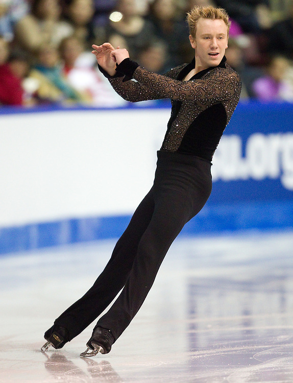 GJR346 -20111028- Mississauga, Ontario,Canada-  Ross Miner of The United States skates his short program at Skate Canada International, October 28, 2011.<br /> AFP PHOTO/Geoff Robins