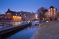 Lock on the River Kennet and Kennet and Avon Canal looking towards Loch Fyne restaurant in the centre of Reading at dusk, Berkshire, Uk