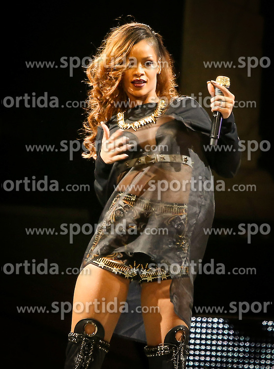 12.04.2013, Mandela Bay, Las Vegas, USA, Rihanna in concert, im Bild Rihanna performs at the Mandalay Bay Event Center, Las Vegas, USA on 2013/04/12. EXPA Pictures © 2013, PhotoCredit: EXPA/ Newspix/ MediaPunch / mjt ***** ATTENTION - for AUT, SLO, CRO, SRB, BIH, TUR, SUI and SWE only *****