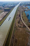 Nederland, Limburg, Gemeente Maasgouw,, 07-03-2010; binnenvaartschip op het Julianakanaal ten oosten van Stevensweert, gezien naar het zuiden. Het kanaal is aangelegd in het kader van de Maaskanalisatie. Rechts een zandwinplas en een oude Maasarm (boven rechts)..Barge on the Juliana Canal east of Stevensweert. The canal was built as part of the Meuse Canalization. To the right a lake, result of Sand extraction..luchtfoto (toeslag), aerial photo (additional fee required).foto/photo Siebe Swart