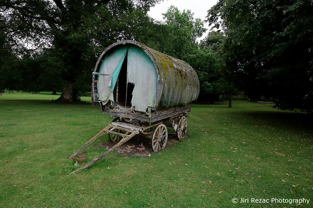 UK ENGLAND THAME 27AUG14 - A gypsy wagon, bought as a wedding present for  Dwina Gibb, widow of Bee Gee Robin Gibb is displayed in the grounds of the Bee Gee's home in Thame, Oxfordshire.<br /> <br /> jre/Photo by Jiri Rezac<br /> <br /> &Acirc;&copy; Jiri Rezac 2014