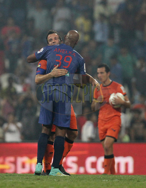 Nicolas Anelka of Mumbai City FC shake hands with Alessandro Del Piero of Delhi Dynamos FC after winning the match 22 of the Hero Indian Super League between Mumbai City FC and Delhi Dynamos FC City held at the D.Y. Patil Stadium, Navi Mumbai, India on the 5th November.<br /> <br /> Photo by:  Vipin Pawar/ ISL/ SPORTZPICS