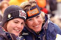 Alpint: 22.12.2001 St.Moritz, Schweiz,<br />Die Italienerinnen KAREN PUTZER und DANIELA CECCARELLA nach ihrem Sieg  am Samstag (22.12.2001) beim Ski Alpin Weltcup Super-G der Damen im schweizerischen St.Moritz.<br /><br />Foto: Digitalsport