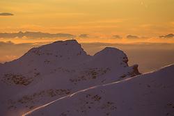 TEMENBILD - Mölltaler Gletscher ist der Name für ein Skigebiet in Österreich, Kärnten, in der Nähe von Flattach. Das Skigebiet ist im Besitz der Schultz Gruppe. Das Skigebiet dient in den Sommer und Herbstmonaten als T Trainingstätte für den Internationalen Ski Zirkus. Aufgenommen am 17.10.2012. Hier im Bild die umliegenden Berggipfel im Morgenlicht // THEME IMAGE FEATURE - Moelltal Glacier is the name of a ski resort in Austria, Carinthia, near Flattach. The resort is owned by the Schultz group. The ski area is in the summer and autumn months as T training venue for the International Ski Circus. The image was taken on october, 17th, 2012. Picture shows the surrounding peaks in the morning light. EXPA Pictures © 2012, PhotoCredit: EXPA/ J. Groder
