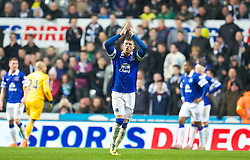25.03.2014, St. James Park, Newcastle, ENG, Premier League, Newcastle United vs FC Everton, 28. Runde, im Bild Everton's goal scorer Ross Barkley applauds the travelling supporters as he is substituted against Newcastle United // during the English Premier League 28th round match between Newcastle United and Everton FC at the St. James Park in Newcastle, Great Britain on 2014/03/25. EXPA Pictures © 2014, PhotoCredit: EXPA/ Propagandaphoto/ David Rawcliffe<br /> <br /> *****ATTENTION - OUT of ENG, GBR*****