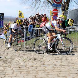 03-04-2016: Wielrennen: Ronde van Vlaanderen vrouwen: Oudenaarde  <br />OUDENAARDE (BEL) cycling  The sixth race in the UCI Womensworldtour is the ronde van Vlaanderen. A race over the famous Flemish climbs.<br />Paterberg Lizzy Armitstead, Emma Johansson