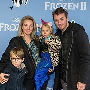 NLD/Amsterdam/20191116 - Filmpremiere Frozen II, Loes Haverkort en partner Floris Verbeij met hun kinderen