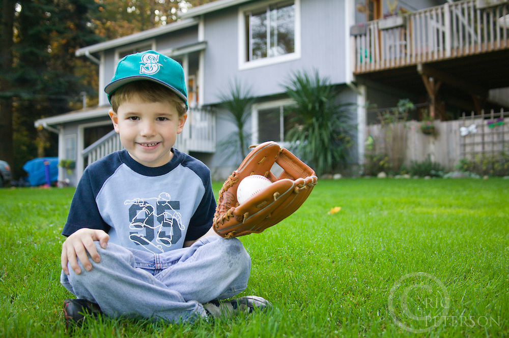 Child with baseball mitt.Model released
