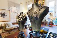 JOYAS EN EL LOCAL DEL ARTISTA CELEDONIO, BARRIO DE RECOLETA, CIUDAD AUTONOMA DE BUENOS AIRES, ARGENTINA (PHOTO © MARCO GUOLI - ALL RIGHTS RESERVED)
