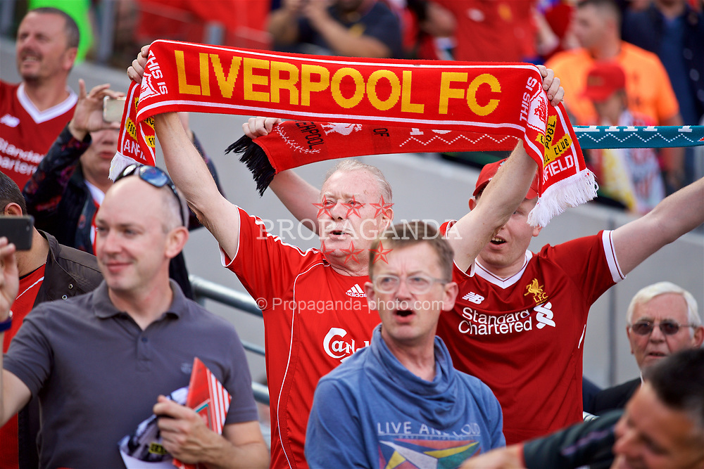 "DUBLIN, REPUBLIC OF IRELAND - Saturday, August 5, 2017: Liverpool supporters holding scarves sing ""You'll Never Walk Alone"" before a preseason friendly match between Athletic Club Bilbao and Liverpool at the Aviva Stadium. (Pic by David Rawcliffe/Propaganda)"