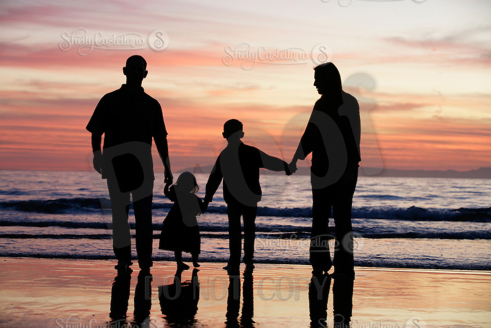 9 November 2011:  McRobbie, Jamie, Jamieson and Madison McLellan family photo session in Newport Beach at sunset.  Personal Use Only