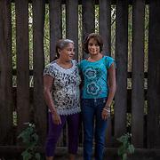 Ayani, 12 anni, e sua madre Zaka. Dopo l'incidente accaduto sei anni fa, hanno deciso di continuare a vivere nel villaggio e non di trasferirsi in città. Dopo i primi difficili anni oggi Ayani conduce una vita quasi normale e fa parte di una squadra di calcio femminile.