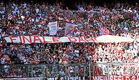 FUSSBALL   1. BUNDESLIGA  SAISON 2011/2012   33. Spieltag FC Bayern Muenchen - VfB Stuttgart       28.04.2012 FC Bayern Muenchen Fankurve mit einem Banner FINALE DAHOAM