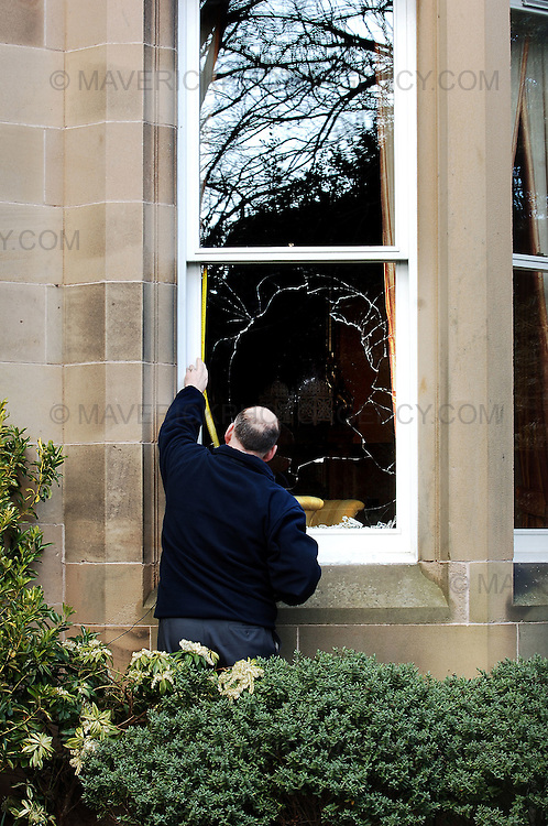 Sir Fred Goodwins house was vandalised overnight with windows being smashed and his car vandalised in Edinburgh...Pic shows a glazier measuring up the smashed windows