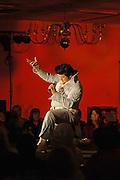USA Nordamerika Memphis Tennessee Images of the King Contest ..About 70 international Elvis inpersonators perform 5 nights at the annual Images of the King Contest in Memphis Tennessee the audience is mostly female Toki Toyokazu (Japan)..Elvis Wettbewerb 2006 jedes Jahr im August singen ca  70 internationale Elvis Interpreten 5 Tage lang in Memphis um die Wette Das Publikum besteht vorwiegend aus Frauen Toki Toyokazu (Japan).