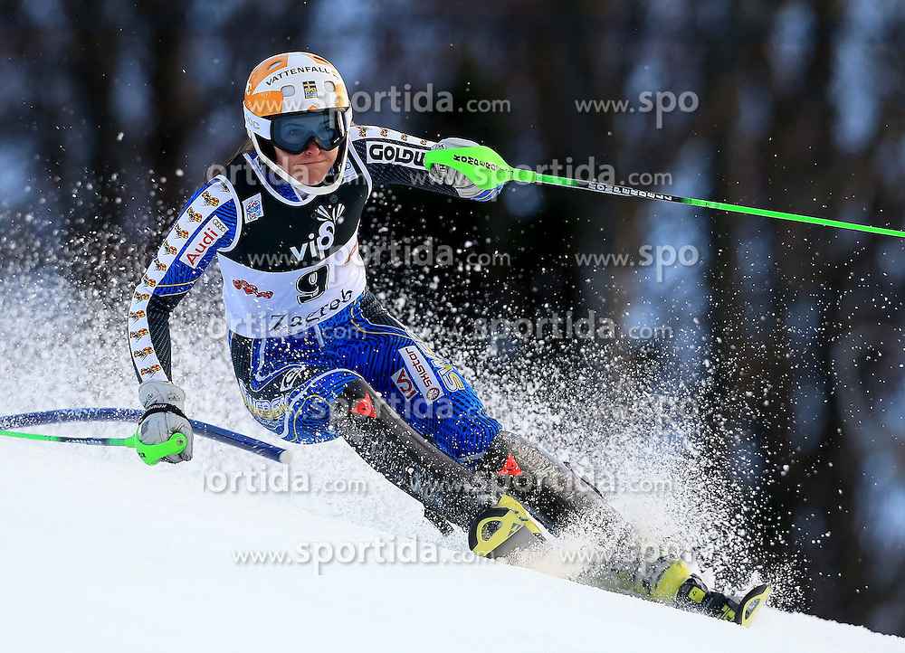 04.01.2013, Crveni Spust, Zagreb, AUT, FIS Ski Alpin Weltcup, Slalom, Damen, 1. Lauf, im Bild Therese Borssen (SWE) // Therese Borssen of Sweden in action during 1st Run of the ladies Slalom of the FIS ski alpine world cup at Crveni Spust course in Zagreb, Croatia on 2013/01/04. EXPA Pictures © 2013, PhotoCredit: EXPA/ Pixsell/ Jurica Galoic..***** ATTENTION - for AUT, SLO, SUI, ITA, FRA only *****