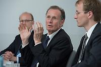 10 MAY 2012, BERLIN/GERMANY:<br /> Cornelius Richter, Geschaeftsfuehrer DIW Berlin, Prof. Dr. Dr. h.c. Bert Ruerup, Vorsitzender des Kuratoriums DIW Berlin, Prof. Georg Weizsaecker, Stellv. Vorsitzender des Vorstands DIW Berlin, (v.L.n.R.), Pressegespraech zu den Ergebnissen der Kuratoriumssitzung, DIW Berlin<br /> IMAGE: 20120510-01-002<br /> KEYWORDS: Bert Rürup, Georg Weizsäcker