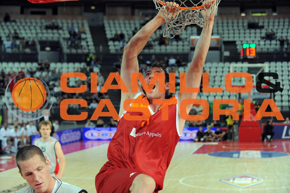 DESCRIZIONE : Roma Eurolega 2010-11 Lottomatica Virtus Roma Brose Baskets Bamberg<br /> GIOCATORE : Andrea Crosariol<br /> SQUADRA : Lottomatica Virtus Roma<br /> EVENTO : Eurolega 2010-2011<br /> GARA :  Lottomatica Virtus Roma Brose Baskets Bamberg<br /> DATA : 20/10/2010<br /> CATEGORIA : Schiacciata<br /> SPORT : Pallacanestro <br /> AUTORE : Agenzia Ciamillo-Castoria/GiulioCiamillo<br /> Galleria : Eurolega 2010-2011<br /> Fotonotizia : Roma Eurolega Euroleague 2010-11 Lottomatica Virtus Roma Brose Baskets Bamberg<br /> Predefinita :