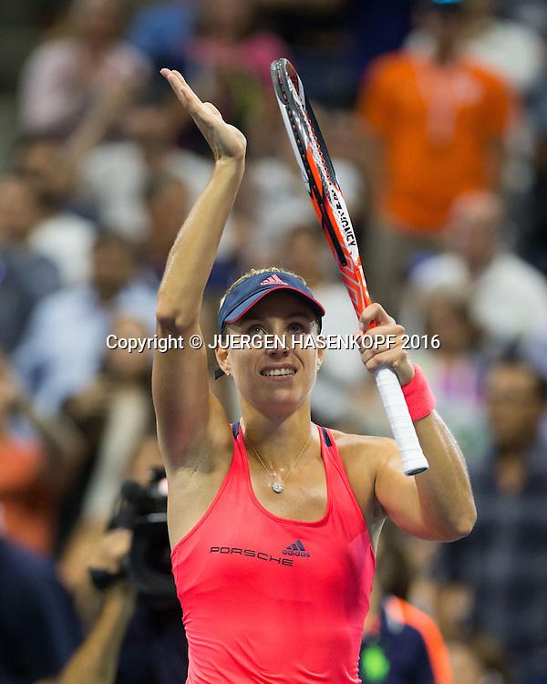 ANGELIQUE KERBER (GER)  winkt und bedankt sich  beim Publikum nach ihrem Sieg,Freude,Emotion,<br /> <br /> Tennis - US Open 2016 - Grand Slam ITF / ATP / WTA -  USTA Billie Jean King National Tennis Center - New York - New York - USA  - 4 September 2016.