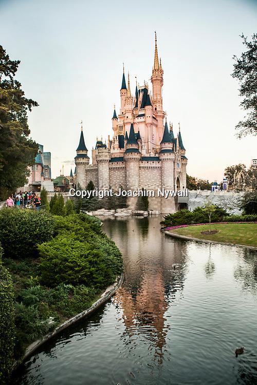 20151116 Orlando Florida USA <br /> Magic Kingdom Disneyworld<br /> Askungens slott<br /> <br /> <br /> FOTO : JOACHIM NYWALL KOD 0708840825_1<br /> COPYRIGHT JOACHIM NYWALL<br /> <br /> ***BETALBILD***<br /> Redovisas till <br /> NYWALL MEDIA AB<br /> Strandgatan 30<br /> 461 31 Trollh&auml;ttan<br /> Prislista enl BLF , om inget annat avtalas.
