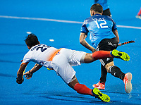 BHUBANESWAR -  Hockey World League finals , Semi Final . Argentina v India. Lucas Vila (Arg) met Chinglensana Kamgujam (Ind)  COPYRIGHT KOEN SUYK