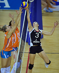 29-10-2011 VOLLEYBAL: NEDERLAND - BELGIE: ALMERE<br /> De eerste oefenwedstrijd als voorbereiding op het pre OKT wordt met 3-0 gewonnen van Belgie / (L-R) Caroline Wensink, Lonneke Sloetjes, Frauke Dirickx<br /> ©2011-WWW.FOTOHOOGENDOORN.NL