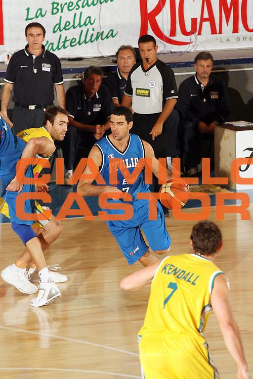 DESCRIZIONE : Bormio Torneo Internazionale Gianatti Italia Australia <br /> GIOCATORE : Matteo Soragna<br /> SQUADRA : Nazionale Italia Uomini <br /> EVENTO : Bormio Torneo Internazionale Gianatti <br /> GARA : Italia Australia <br /> DATA : 03/08/2007 <br /> CATEGORIA : Palleggio<br /> SPORT : Pallacanestro <br /> AUTORE : Agenzia Ciamillo-Castoria/G.Cottini