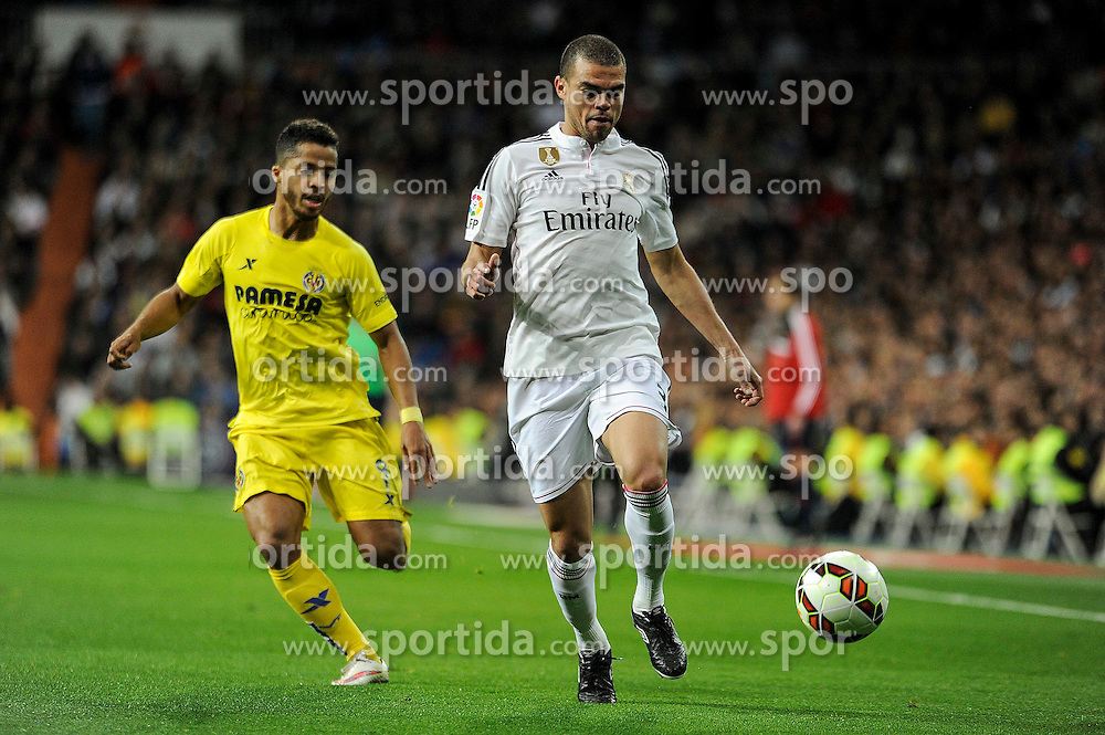 01.03.2015, Estadio Santiago Bernabeu, Madrid, ESP, Primera Division, Real Madrid vs FC Villarreal, 25. Runde, im Bild Real Madrid&acute;s Pepe and Villarreal CF&acute;s Giovani Dos Santos // during the Spanish Primera Division 25th round match between Real Madrid CF and Villarreal at the Estadio Santiago Bernabeu in Madrid, Spain on 2015/03/01. EXPA Pictures &copy; 2015, PhotoCredit: EXPA/ Alterphotos/ Luis Fernandez<br /> <br /> *****ATTENTION - OUT of ESP, SUI*****