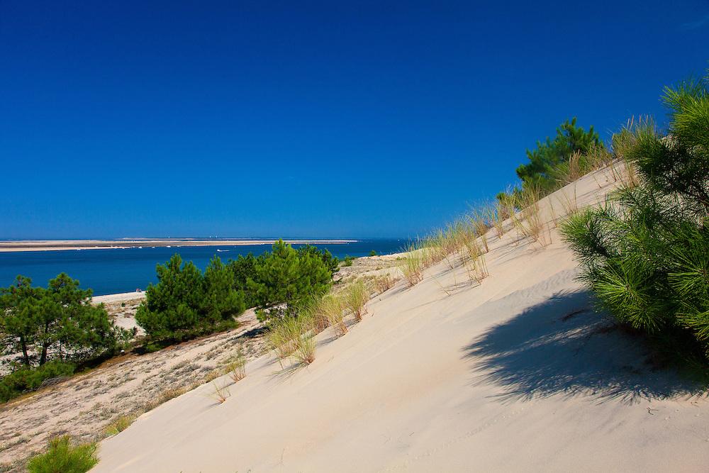 Une vue du Bassin depuis le bas de la Dune du Pilat. Bassin d'Arcachon.