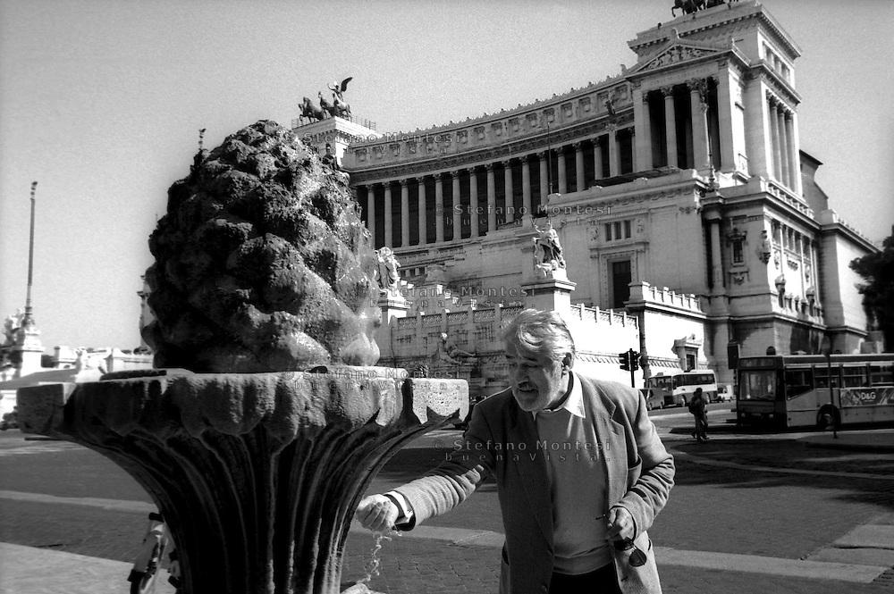 March 1997..Swiss actor Mario Adorf in Rome..Piazza S.Marco , Fontanella della Pigna