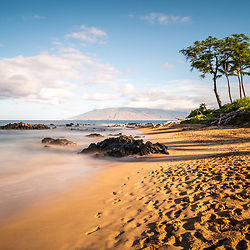 Mōkapu Beach photo in Wailea Makena Maui Hawaii with rocks and the Pacific Ocean. Copyright ⓒ 2019 Paul Velgos with All Rights Reserved.