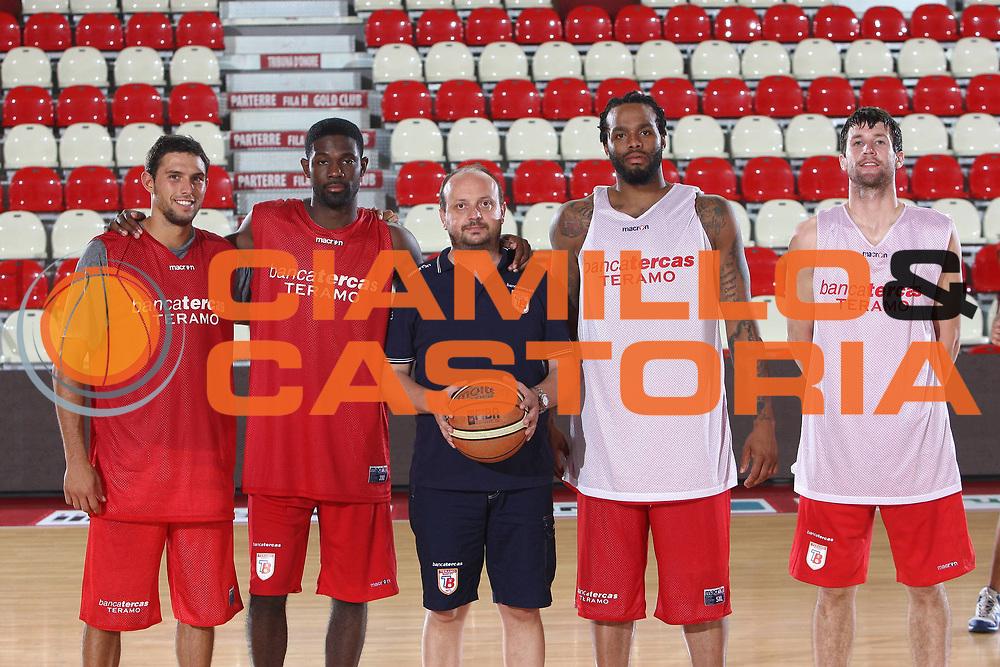 DESCRIZIONE : Teramo Lega A 2009-10 Basket Bancatercas Teramo Allenamento<br /> GIOCATORE : Tommaso Marino Bobby Jones Andrea Capobianco James Thomas Drake Diener<br /> SQUADRA : Bancatercas Teramo<br /> EVENTO : Campionato Lega A 2009-2010 <br /> GARA : <br /> DATA : 02/09/2009<br /> CATEGORIA : Allenamento posato ritratto<br /> SPORT : Pallacanestro <br /> AUTORE : Agenzia Ciamillo-Castoria/C.De Massis