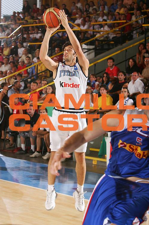 DESCRIZIONE : Bormio Trofeo Internazionale Diego Gianatti Italia Serbia <br /> GIOCATORE : Basile <br /> SQUADRA : Italia <br /> EVENTO : Bormio Trofeo Internazionale Diego Gianatti Italia Serbia <br /> GARA : Italia Serbia <br /> DATA : 22/07/2006 <br /> CATEGORIA : Tiro <br /> SPORT : Pallacanestro <br /> AUTORE : Agenzia Ciamillo-Castoria/S.Silvestri <br /> Galleria : FIP Nazionale Italiana <br /> Fotonotizia : Bormio Trofeo Internazionale Diego Gianatti Italia Serbia <br /> Predefinita :