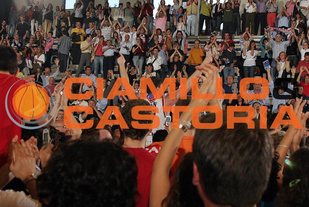 DESCRIZIONE : Biella Lega A1 2005-06 Angelico Biella Vertical Vision Cantu <br /> GIOCATORE : Cotani<br /> SQUADRA : Angelico Biella<br /> EVENTO : Campionato Lega A1 2005-2006 <br /> GARA : Angelico Biella Vertical Vision Cantu <br /> DATA : 14/05/2006 <br /> CATEGORIA : Esultanza<br /> SPORT : Pallacanestro <br /> AUTORE : Agenzia Ciamillo-Castoria/G.Cottini