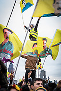 Frankfurt | 18 March 2017<br /> <br /> Am Samstag (18.02.2017) feierten &uuml;ber 30000 Kurden im Rahmen einer Demonstration das kurdische Neujahrsfest Newroz, bei der Demo sprachen sie sich gegen eine Diktatur und f&uuml;r die Freilassung von PKK-F&uuml;hrer Abdullah &Ouml;calan aus.<br /> Hier: Die Kundgebung nach der Demo findet im Europaviertel statt, ein junger Mann steht inmitten von Fahnen mit dem Bild von &Ouml;calan auf den Schultern anderer Demonstranten.<br /> <br /> photo &copy; peter-juelich.com<br /> <br /> Nutzung honorarpflichtig!