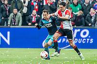 ROTTERDAM - Feyenoord - PSV , Voetbal , Eredivisie , Seizoen 2016/2017 , De Kuip , 26-02-2017 ,  PSV speler Andres Guardado (l) in duel met Feyenoord speler Steven Berghuis (r)