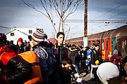 Un ragazzo attende i suoi compagni di viaggio appena sceso dal treno. Campo di transito per migranti Tabanovce, Macendonia   A boy waits for his fellow just got off the train trip. transit camp for migrant Tabanovce , Macendonia