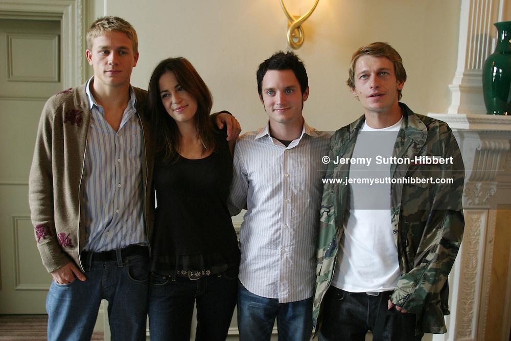 'GREEN STREET' PHOTOCALL, l to r: CHARLIE HUNNAM, LEXI ALEXANDER-DIRECTOR,  ELIJAH WOOD,  LEO GREGORY. At Balmoral Hotel,   Edinburgh International Film Festival 2005, Edinburgh, Scotland.