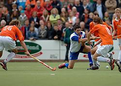 05-06-2005 HOCKEY: FINALE PLAYOFFS: BLOEMENDAAL-ORANJE ZWART: BLOEMENDAAL<br /> De hockeyers van Oranje Zwart zijn voor het eerst in hun bestaan landskampioen geworden. De Eindhovense club klopte Bloemendaal in het beslissende play-off-duel met 3-1 / <br /> Troy Elder<br /> ©2005-WWW.FOTOHOOGENDOORN.NL