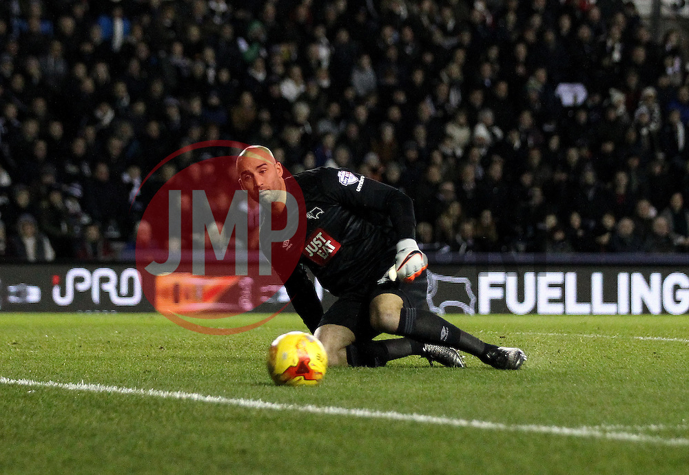 Lee Grant of Derby County watches the ball go wide of his goal - Mandatory byline: Robbie Stephenson/JMP - 12/01/2016 - FOOTBALL - iPro Stadium - Derby, England - Derby County v Reading - Sky Bet Championship