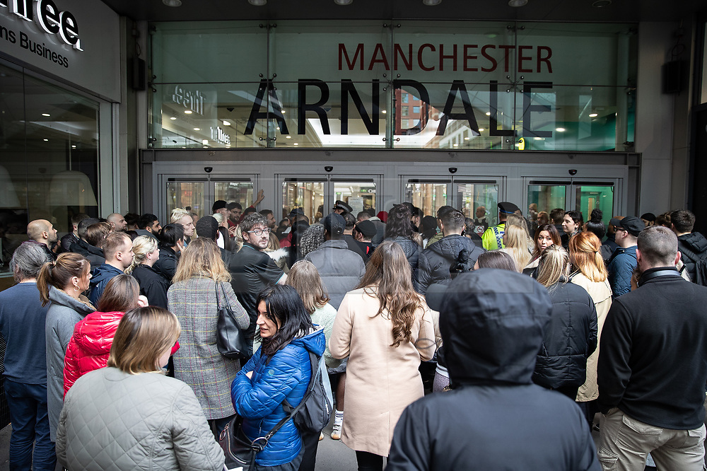 © Licensed to London News Pictures. 11/10/2019. Manchester, UK. The Arndale Centre is evacuated . Terrorism Police are investigating after four people were stabbed during a single attack at the Arndale Centre in Manchester City Centre . Photo credit: Joel Goodman/LNP