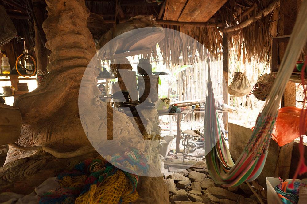 KOLUMBIEN - QUEBRADA VALENCIA - Die Hängematte im Schlafzimmer einer offenen Hütte - 09. April 2014 © Raphael Hünerfauth - http://huenerfauth.ch