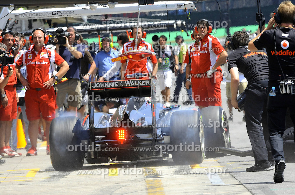 25.11.2011 Autodromo Jose Carlos Pace, Sao Paulo, BRA, F1 Grosser Preis von Brasilien, im Bild Lewis Hamilton (GBR), McLaren F1 Team // during the Formula One Championships 2011 Large price of Abu Dhabi held at the Yas-Marina-Circuit, 2011/11/12. EXPA Pictures © 2011, PhotoCredit: EXPA/ nph/ Dieter Mathis..***** ATTENTION - OUT OF GER, CRO *****