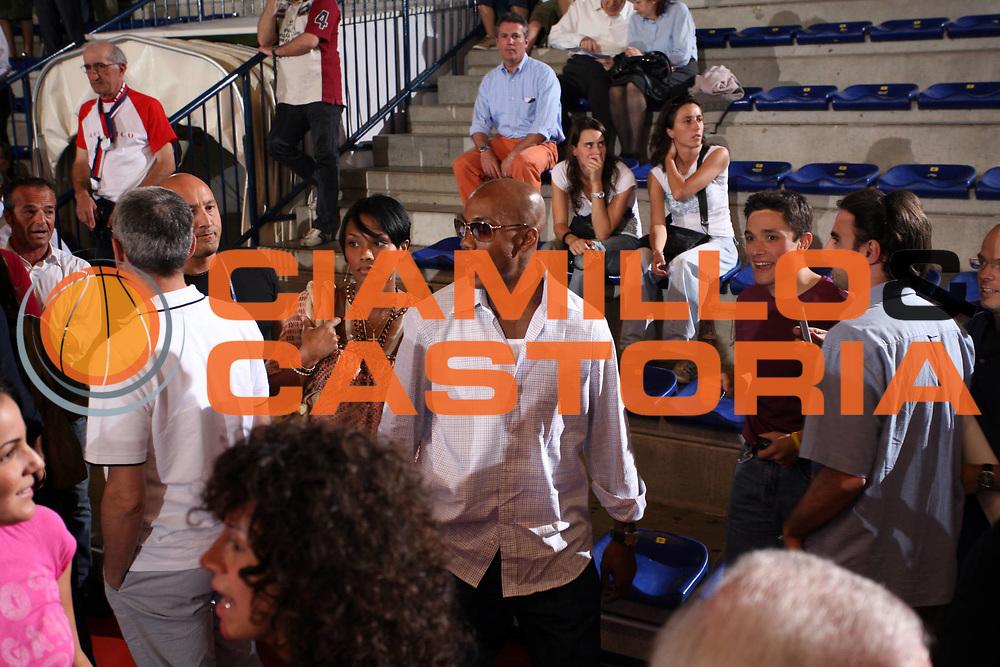 DESCRIZIONE : Biella Lega A1 2006-07 Playoff Quarti di Finale Gara 2 Angelico Biella VidiVici Virtus Bologna<br /> GIOCATORE : Stephon Marbury<br /> SQUADRA : New York Knicks<br /> EVENTO : Campionato Lega A1 2006-2007 Playoff Quarti di Finale Gara 2<br /> GARA : Angelico Biella VidiVici Virtus Bologna<br /> DATA : 20/05/2007 <br /> CATEGORIA : Curiosita<br /> SPORT : Pallacanestro <br /> AUTORE : Agenzia Ciamillo-Castoria/S.Ceretti