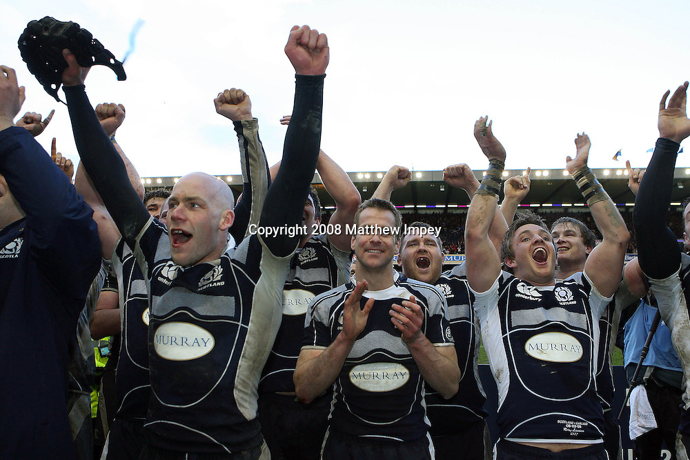 Scotland players celebrate victory. Scotland v England, RBS 6 Nations Championship, Murrayfield Stadium, Edinburgh, Rugby Union, 08/03/2008. © Matthew Impey / Wiredphotos.co.uk. tel: 07789 130 347 e: matt@wiredphotos.co.uk
