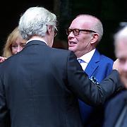 NLD/Amsterdam/20110729 - Uitvaart actrice Ina van Faassen, Frans Mulder begroet Eric Brey