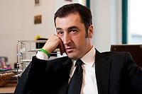 05 JAN 2012, BERLIN/GERMANY:<br /> Cem Oezdemir, B90/Gruene Bundesvorsitzender, waerhend einem Interview, in seinem Buero, Bundesgeschaeftsstelle Buendnis 90 / Die Gruenen<br /> IMAGE: 20120105-01-023<br /> KEYWORDS: Cem Özdemir, Büro