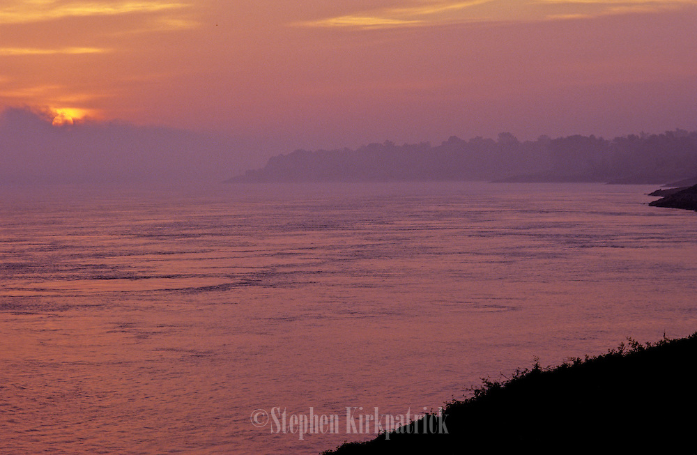 Mississippi River on a cold, foggy sunrise - Mississippi