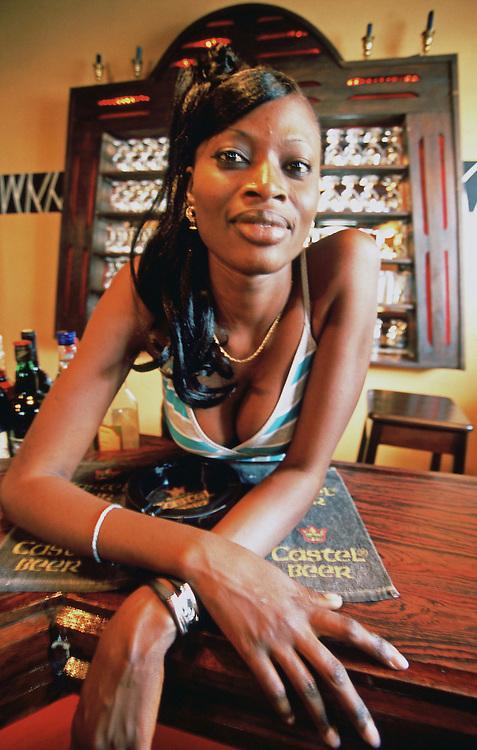 Portrait of pretty lady from Dakar (Senegal).<br /> <br /> Retrato de una guapa joven de Dakar (Senegal).
